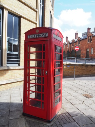 Did you really go to England if you didn't get a red telephon3